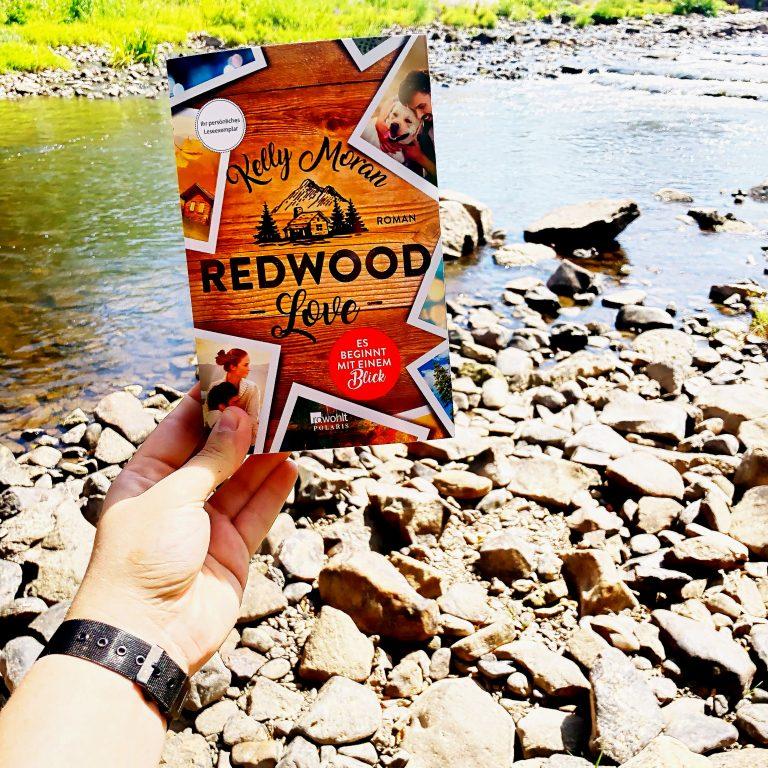 """Beitragsbild """"Redwood Love - Es beginnt mit einem Blick"""" von Kelly Moran"""
